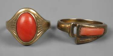Two ladies rings with coral