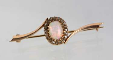 Opal brooch set with diamonds - yellow gold 585