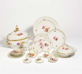 Large 'Neubrandenstein' dinner service with floral decoration