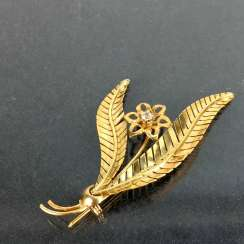 Flower brooch: intricately Yellow-Gold 585 worked, brilliant,, very nice.