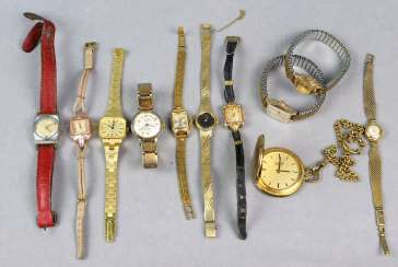 Lot of wristwatches among others