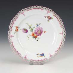 Plate with floral painting, antique KPM Berlin.