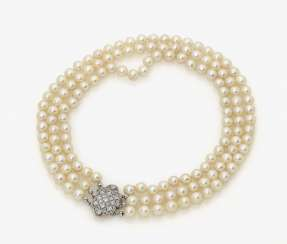 Three-row breeding clasp pearl necklace with diamond. Germany