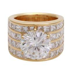 Striking ladies ring with a Central brilliant of 6.8 ct