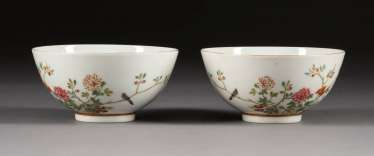 PAIR OF BOWLS WITH GARDEN SCENE China