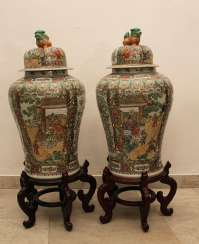 Pair of Cantonese Familie Verte Guardian Vases