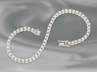 Bracelet: high-quality, hand-crafted tennis bracelet with very fine brilliant diamonds, approx. 3,5 ct