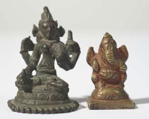 Two small figures of Sara and father of Ganesha