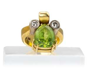 Ring with Peridot and diamonds