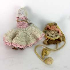 Little turtle doll made of Celluloid, marked 7 / 7 1/2, Neckarau and small porcelain doll 14 cm, both around 1890/1900.