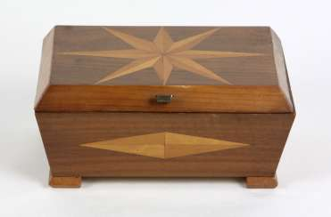 Wooden box with fine wood marquetry