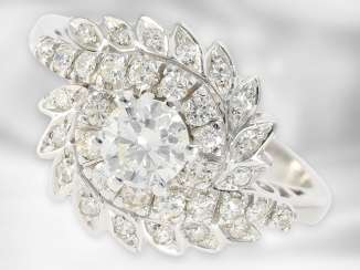 Ring: fancy, formerly expensive vintage brilliant/diamond flower ring, 18K white gold, approx. 0,84 ct, middle stone approx 0.5 ct