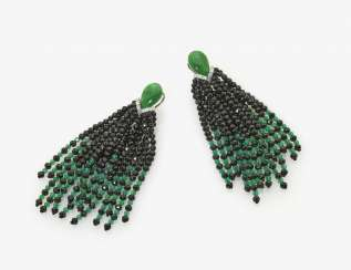 A Pair of drop earrings with black and green agate beads, Jadetropfen and brilliant