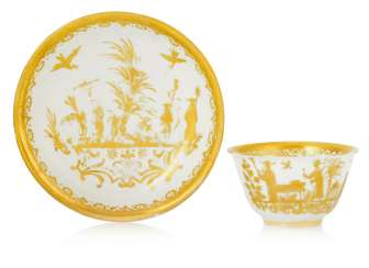 Porcelain Coppchen and lower shell with Augsburg Gold-Chinese