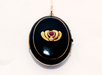 Locket with enamel and ruby.gold 56