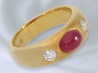 Ring: classic, solid carved vintage ruby/brilliant-band ring in 18K Gold