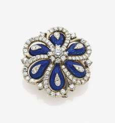 Brooch with brilliant-cut diamonds and translucent mail