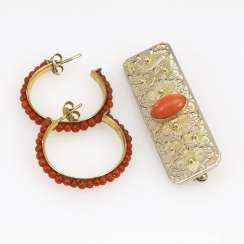 Brooch and earrings pair with coral