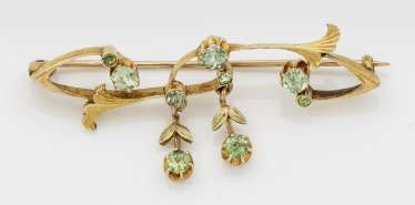 Art Nouveau brooch with peridots