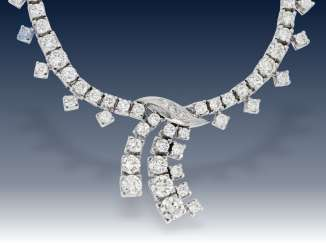 Chain/necklace: elegant and formerly very expensive Brillant-Collier, approximately 6.1 ct fine diamonds, 18K white gold,