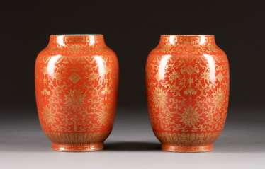PAIR OF RED VASES WITH LOTOS DECORATION