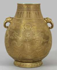 Large gold-plated Vase with dragon decoration