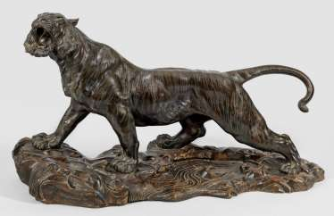 Large sculpture of a tiger