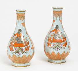 Pair of small vases with coat of arms decor