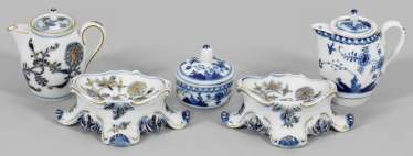 Collection of under glaze blue miniature vessels