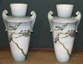 This pair of vases