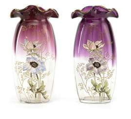 Two glass vases with anemones decor