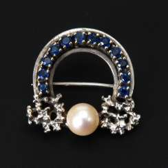 Brooch with cultured pearl and sapphires.
