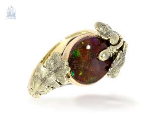 Ring: attractive gold ring wrought with very beautiful precious opal, probably between 1930-1950 made