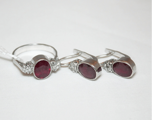 Earrings and ring with ruby and diamonds