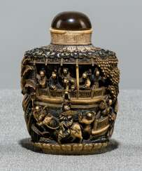 Snuffbottle made of ivory with a deep cut decor of a Palace complex