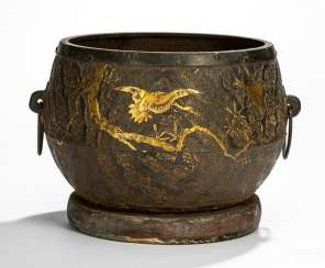 Chagama is made of iron with a decoration of two cranes and sparrows in the branches in gold lacquer