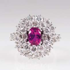 Very fine Vintage diamond Ring with natural ruby.