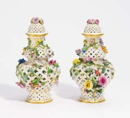 Pair of pierced ornamental vases with Blütenzier