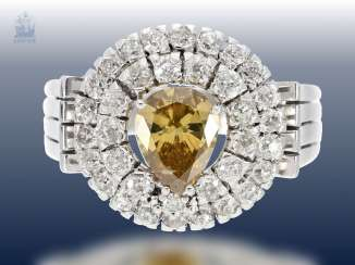 Ring: very beautiful and valuable diamond-and-gold wrought ring from the Art Deco period, with a large, intense yellow-orange Fancy diamond