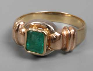 Ladies ring with emerald