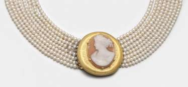 Collier de Chien with shell cameo