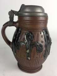 Baroque stoneware pear pitcher: glazed, original tin lid, Muskau, around 1780, in very good condition.