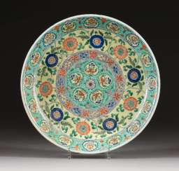 LARGE PLATE WITH FLORAL DECOR China