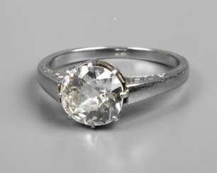 Ladies ring with old European cut diamond of approximately 1.5 ct