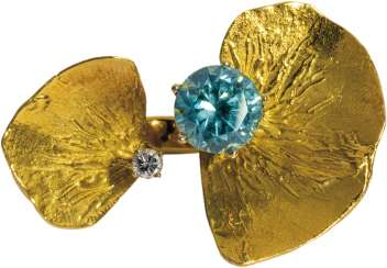 Flower ring with blue zircon and brilliant