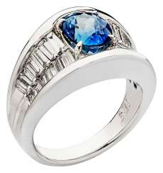 Band ring with sapphire and diamonds