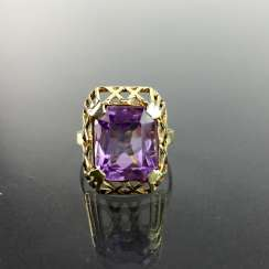 Elegant women's ring: Yellow Gold 585 with a large Amethyst, very good.