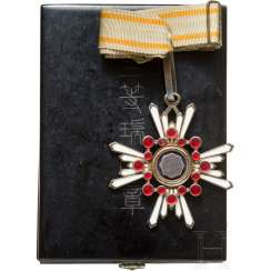 Order of the sacred treasure, 3. Class, with support photo, 2. World war