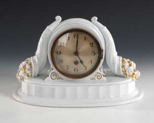 Art Deco clock with two Füllhörnern, Rose