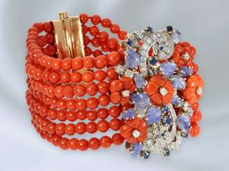 Strap / bracelet: multi-piece, probably unique and very tasteful coral bracelet with sapphire/diamond trim, formerly very expensive hand work, the middle part and in the style of Cartier watch of the 30s